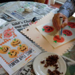 making pumpkin prints with apple stamps