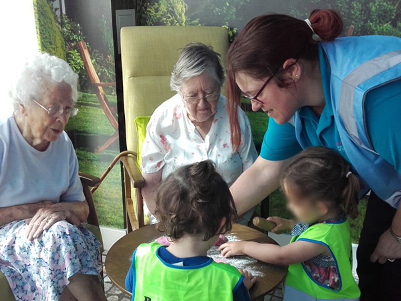 Butterflies nursery make new friendships in casa di lusso Arredi di lusso casa