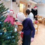 Cedar Lodge staff and residents decorating their tree